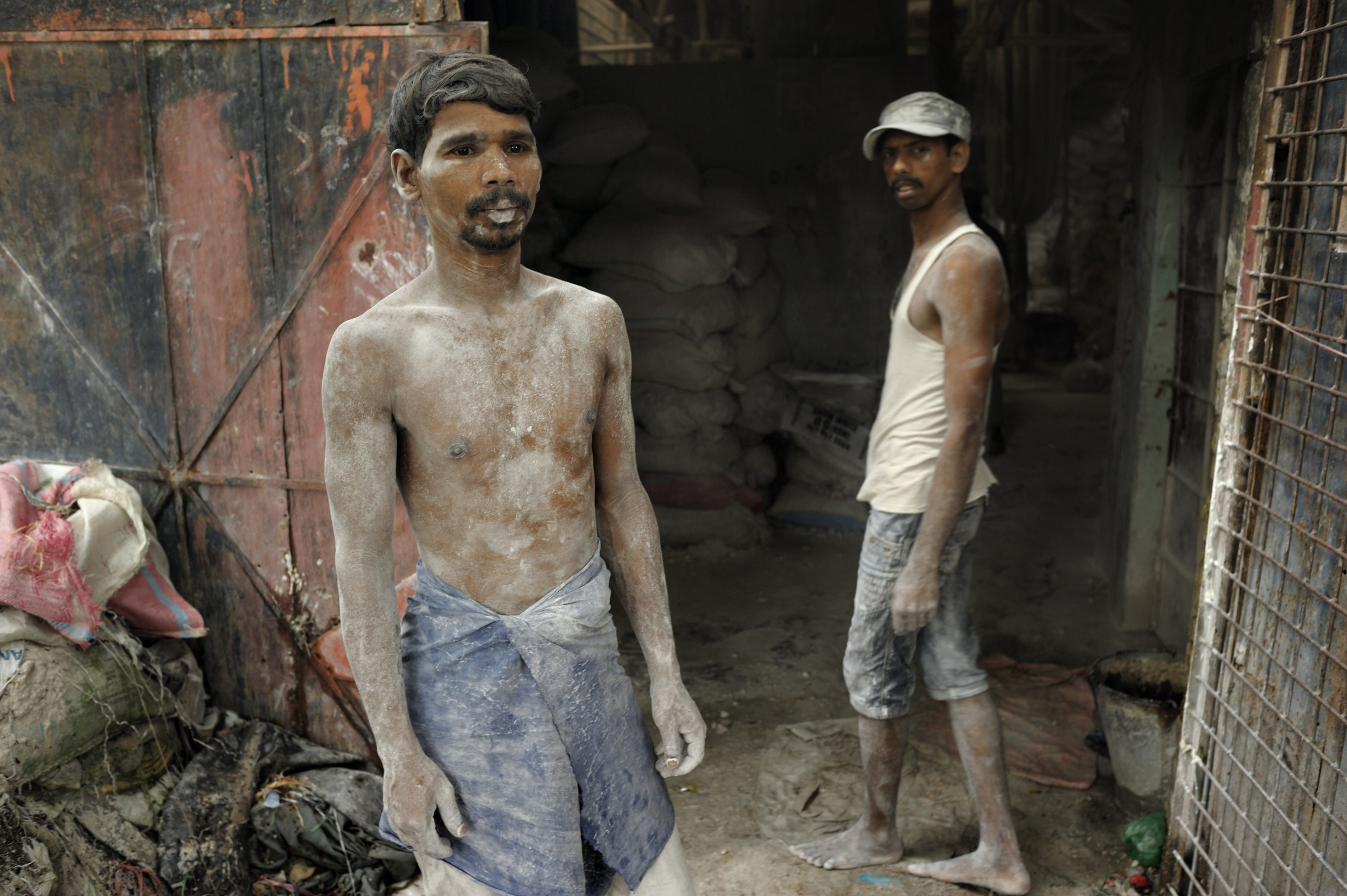 Cement workers in the slums of Kamrangirchar Stone quarry