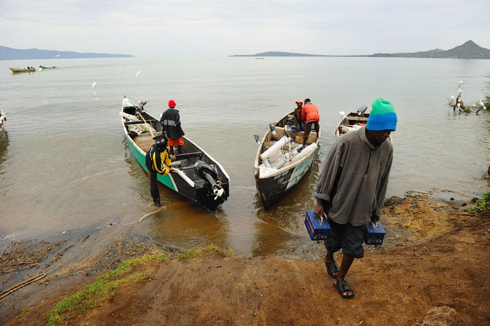 stanley Greene (C) NOORIMAGES-2010Kuvua Samaki MwangazaniHunting the fish into light Nyachebe Solar Fishermen -Mbita ,Kenya