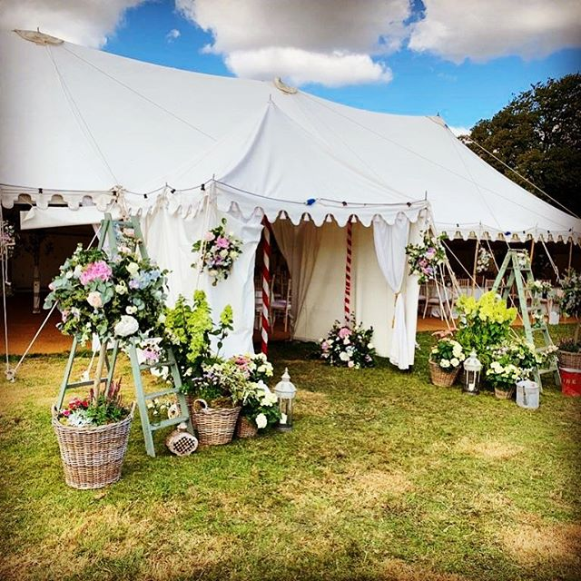 Such a beautiful wedding for my gorgeous sister @gcareeves and new BIL @chroma47 last weekend! Thank you @hirsch.jeanie @pukka_tents @placesettings_  @fentonfrost great working with you all again!!!! 🥰 📸 credit: @reeves.izabee  #wedding #countrywedding #catering #summerfun