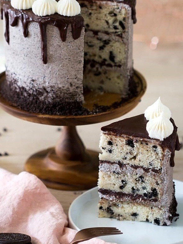 cookies & cream - vanilla cake with crushed oreos paired with a cookie and fudge buttercream filling