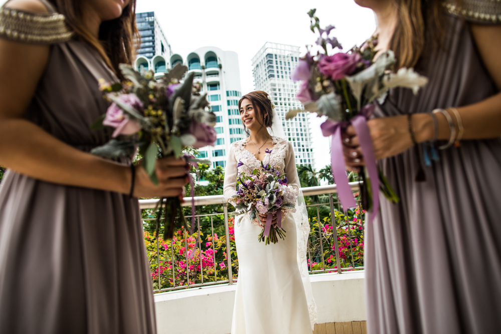 Flowers in the foreground and Singapore in the back – another quick portrait on a packed day