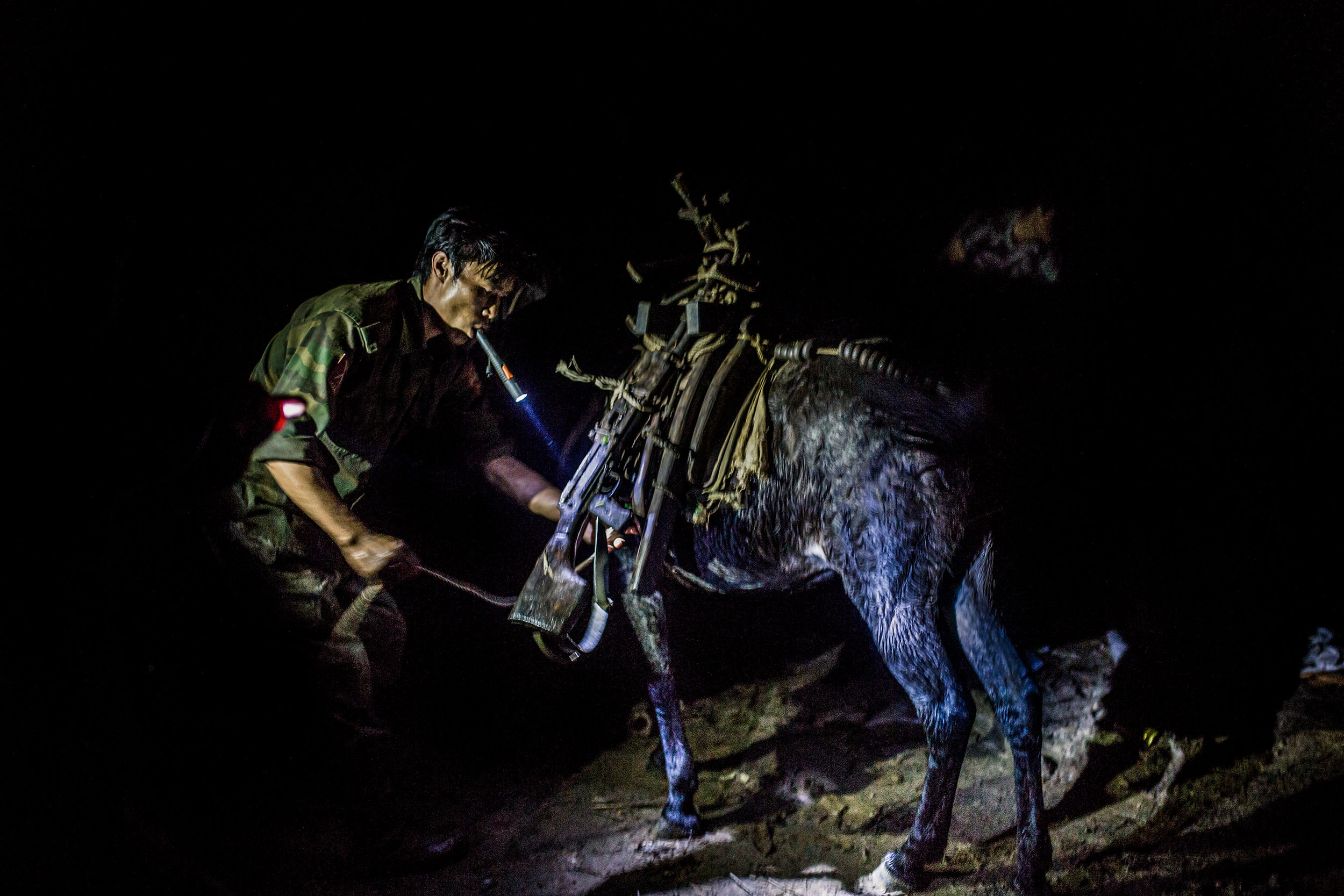 kachin_photo_book_08.jpg