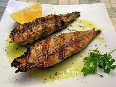 Skoubri kapnisto (Mackerel smoked and grilled)