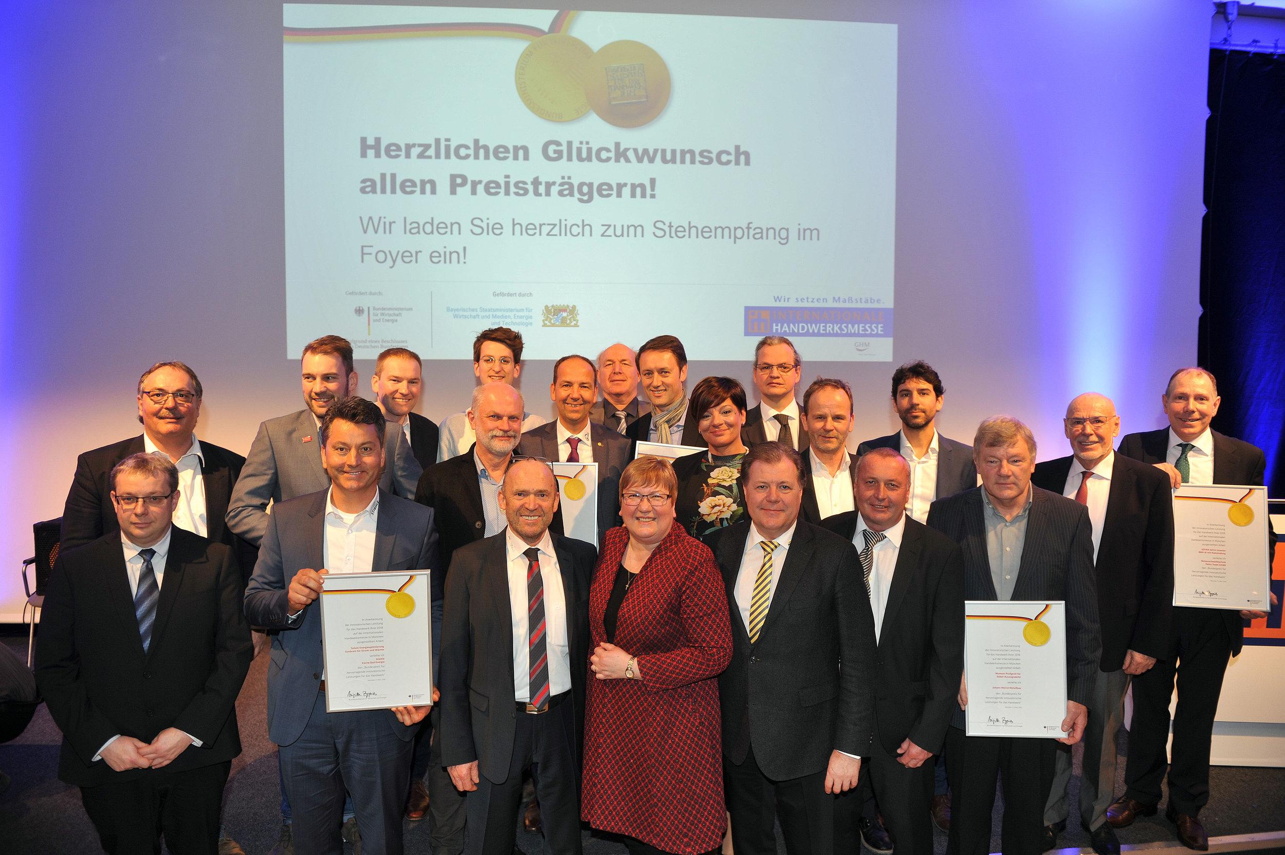 Die Firma Stiehle aus Oberwilzingen wurde mit dem Bundespreis für hervorragende innovatorische Leistungen im Handwerk ausgezeichnet. Den Preis nahmen Günther Schöllhammer, Fritz und Susanne Stiehle sowie Uwe Stacherowski (von links) entgegen.