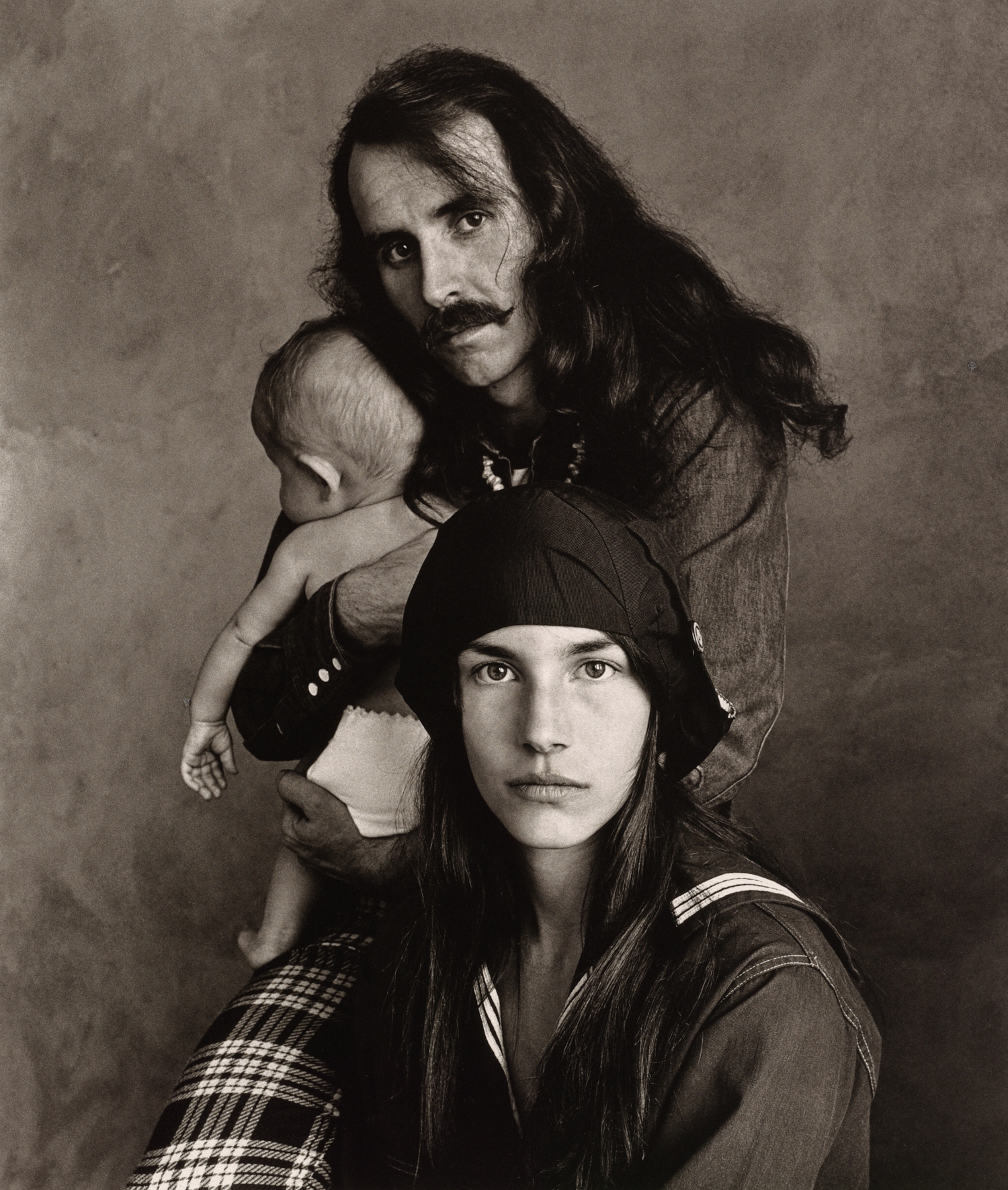 Hippie Family (Kelly) , San Francisco, 1967 Platinum-palladium print © The Irving Penn Foundation