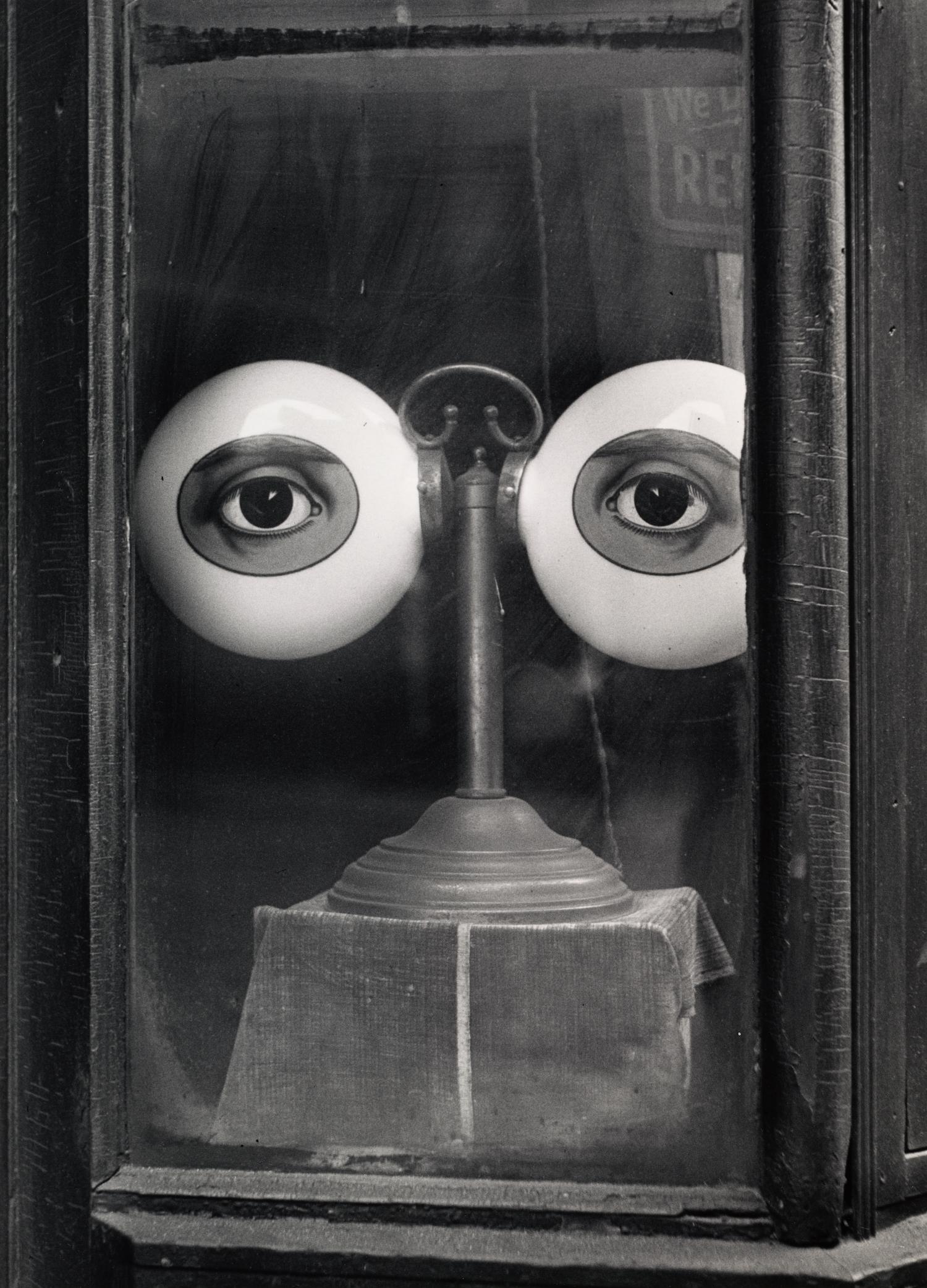 Optician's Shop Window (B) , New York, 1939 Gelatin silver print © Condé Nast