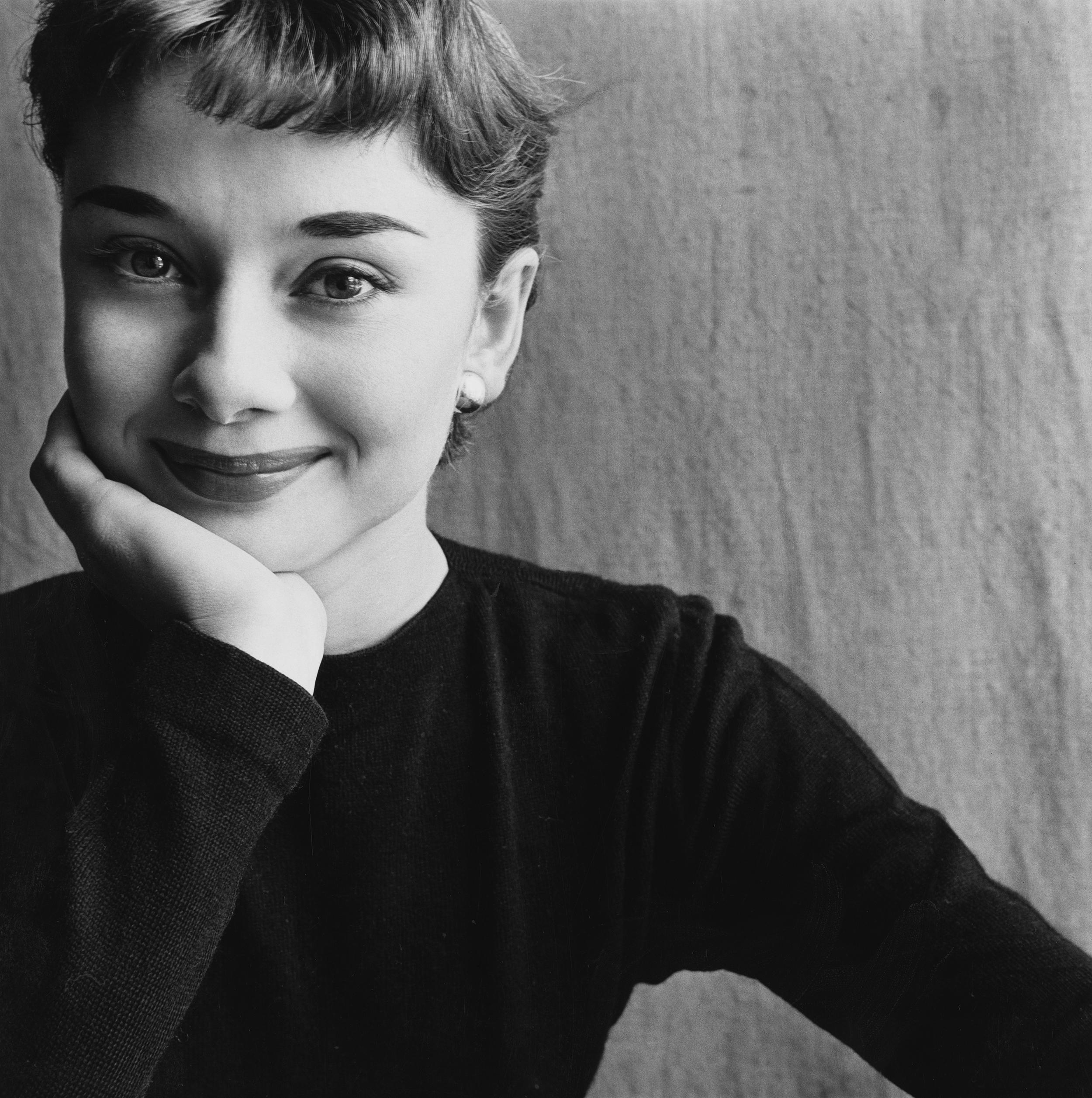 Irving Penn, Audrey Hepburn , Paris, 1951.© Condé Nast