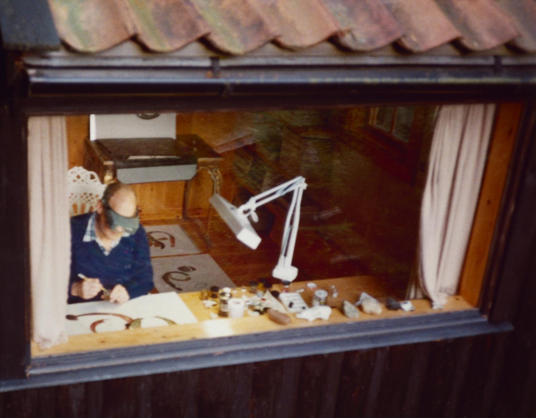 Lisa Fonssagrives-Penn,  Irving Penn in his painting studio , Sweden, 1987. © The Lisa Fonssagrives-Penn Trust