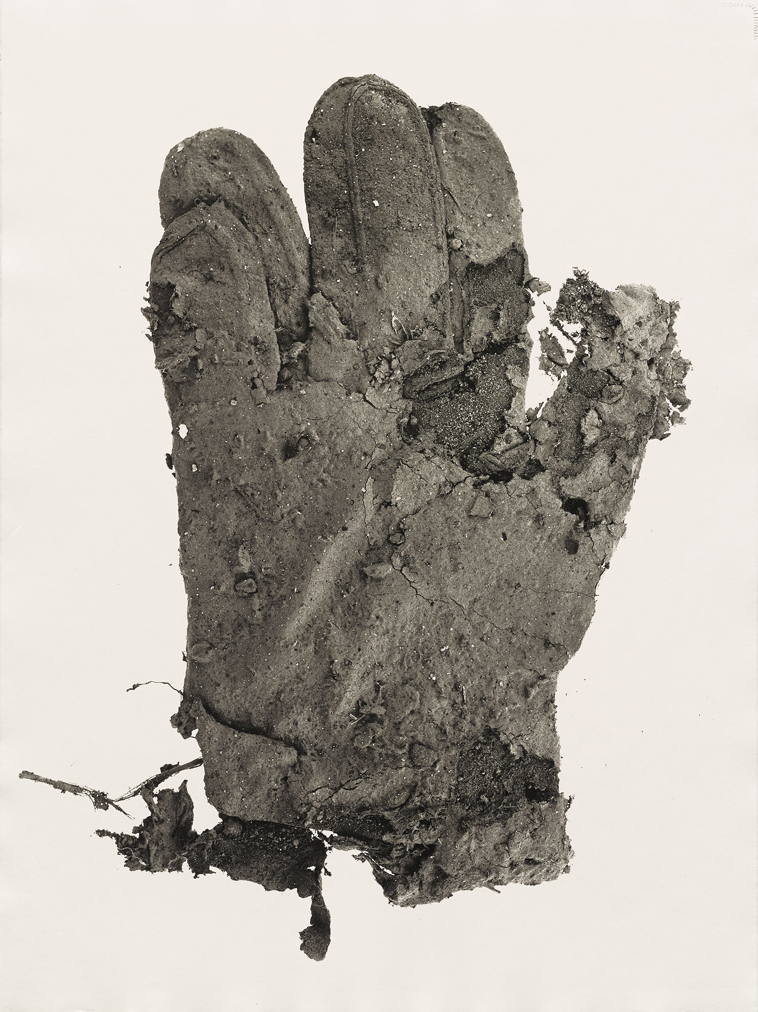 Irving Penn,  Mud Glove , New York, 1975. Platinum-palladium print.  ©  The Irving Penn Foundation