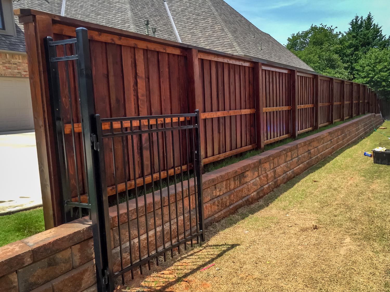 custom-cedar-fence-gate-redriverfence-7.jpg