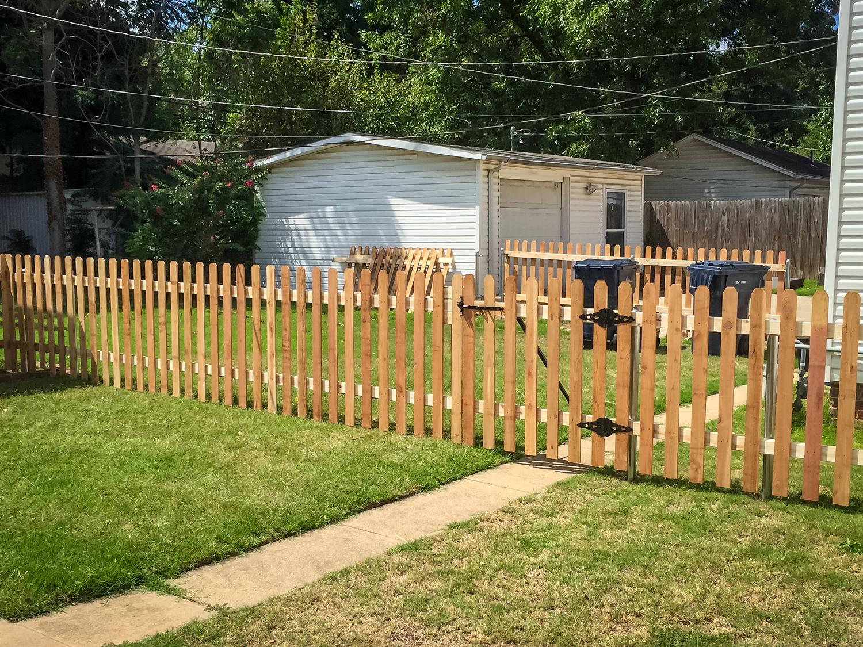 custom-cedar-fence-gate-redriverfence-16.jpg
