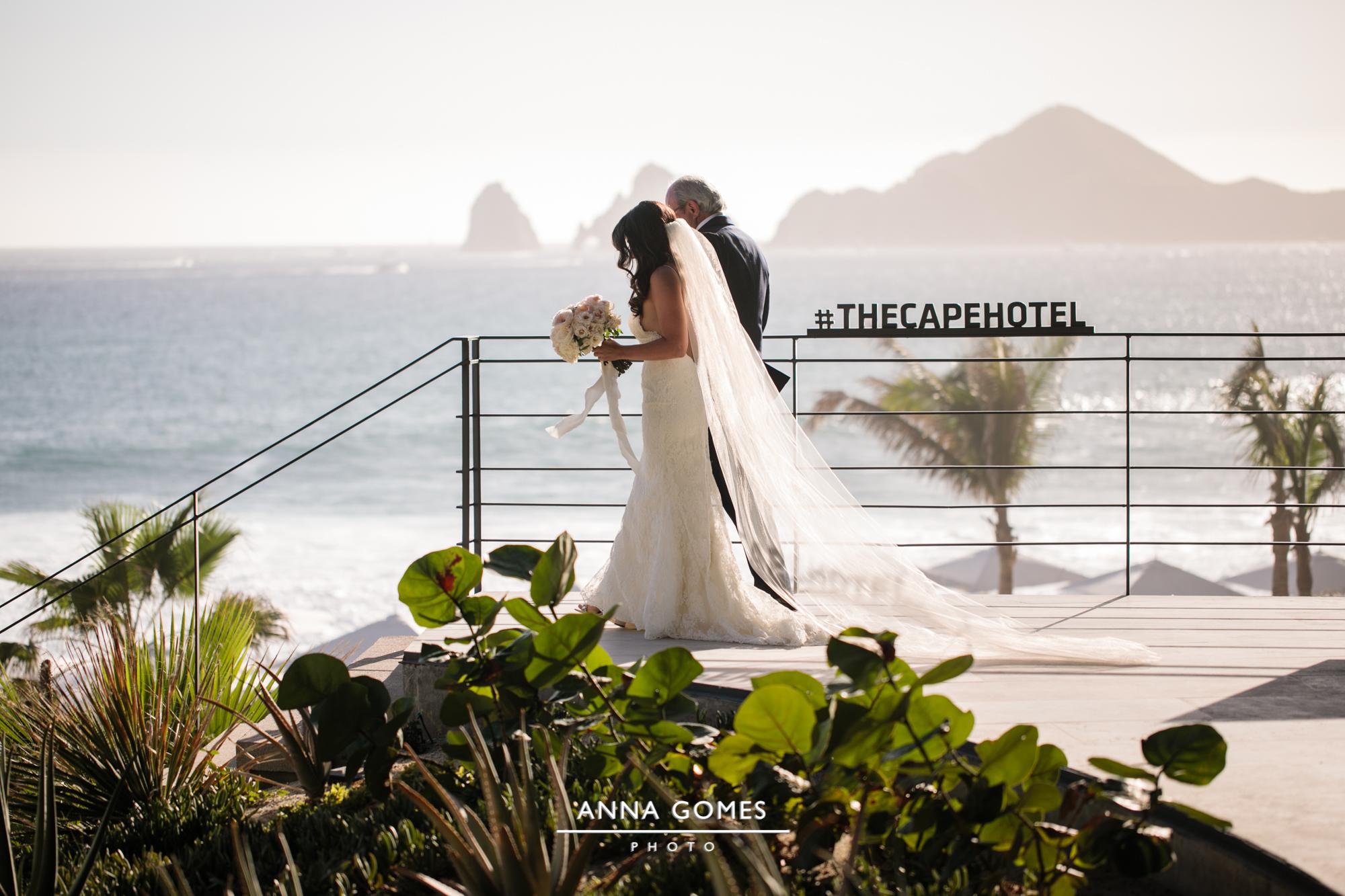 Photography:  Anna Gomes   Venue:  The Cape Hotel   Florals:  Florenta