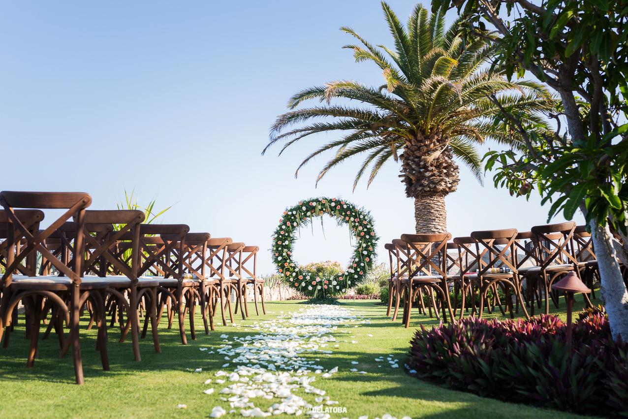 Photography:  Josafat De La Toba   Venue:  Villa Vista Ballena Cabo Del Sol   Florals & Decor:  The Main Event Cabo