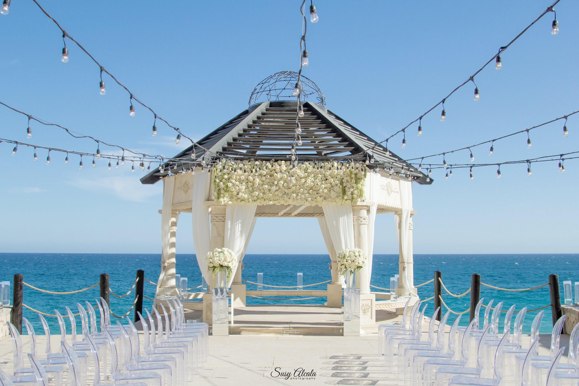Photography:  Susy Alcala   Venue:  Grand Solmar   Florals:  Florenta   Decor:  Del Cabo Event Design