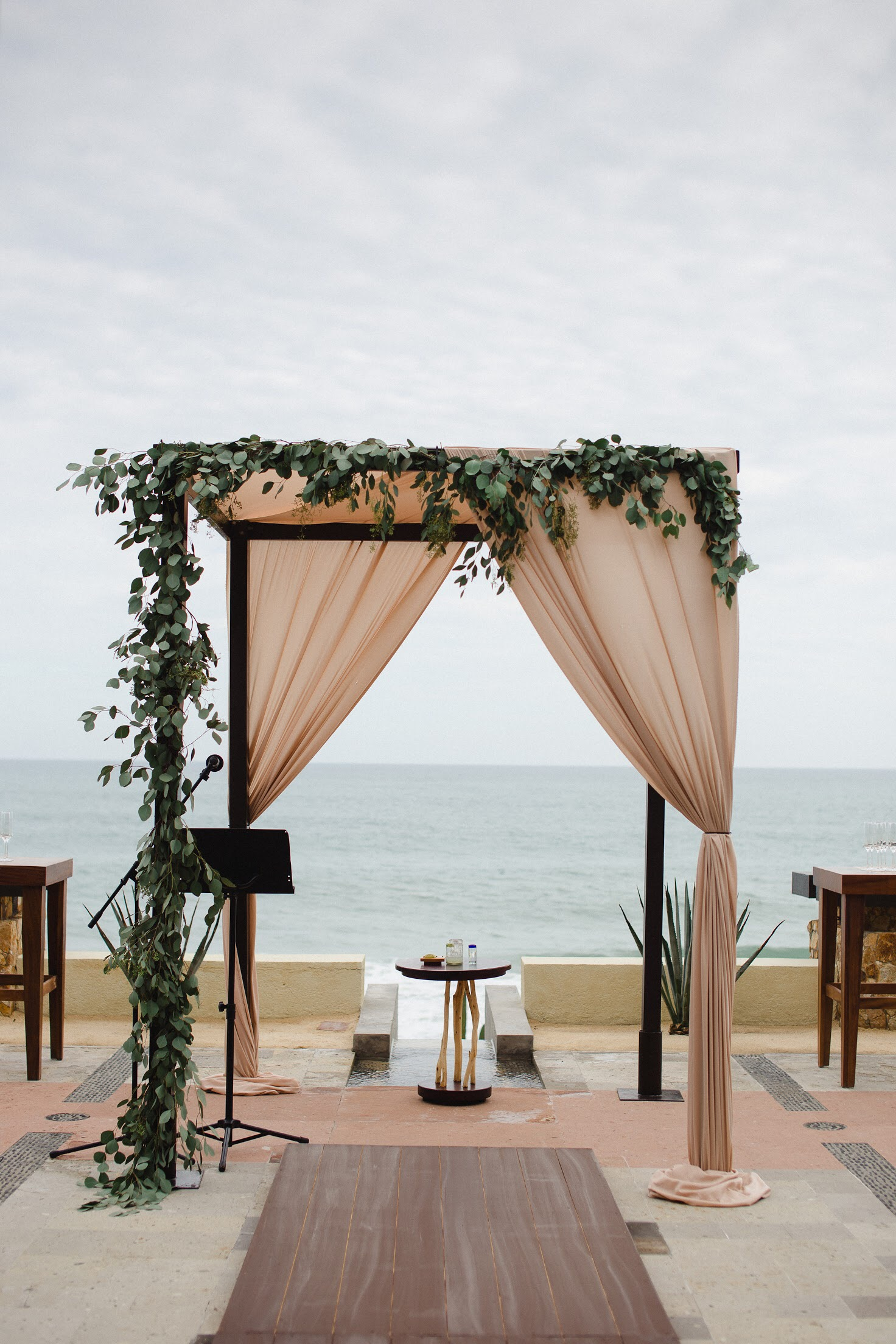 Photography:  Pink Palm Photography   Venue:  Resort at Pedregal   Florals:  Cabo Floral Studio