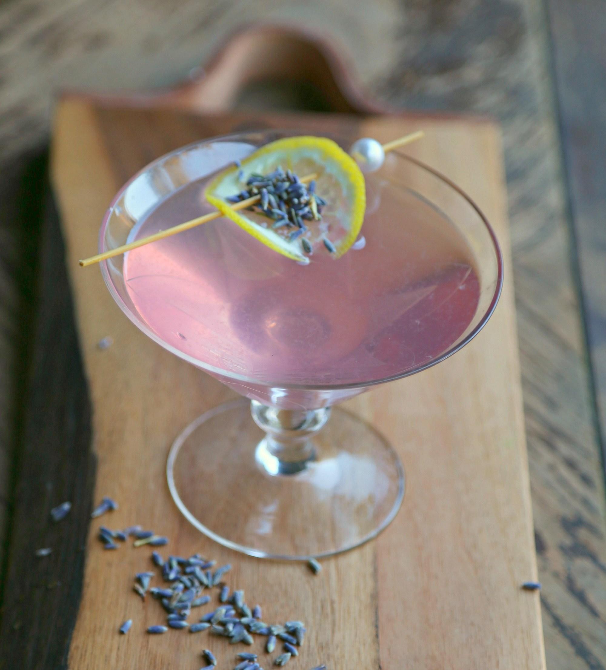 lavender-martini-lavender-syrup-vianneyrodriguez-sweetlifebake-1.jpg