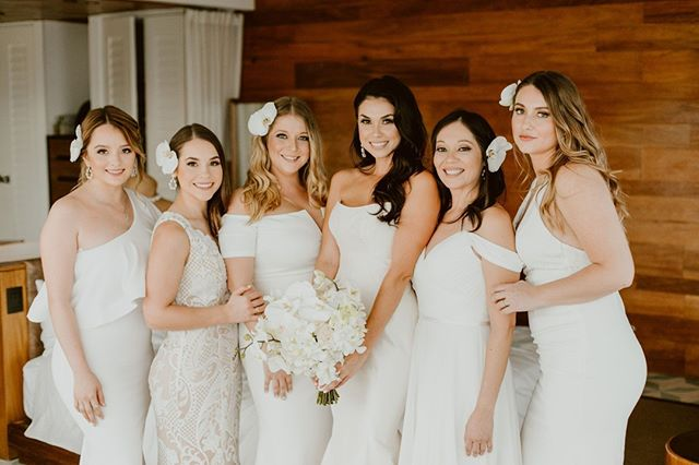 Happy Monday, everyone! Time to get excited for the week ahead as we have lots of beautiful photos and #DestinationWeddingInspo coming your way! Starting with this pic of chic bride Deborah and her bridal party. Just goes to show that, yes, your #bridetribe CAN wear all white. ⠀ Photography: @anaandjerome | Venue: @thecapehotel | Flowers: @letitbloomcabo | Hair & Makeup: @loscabosmakeup⠀ .⠀ .⠀ .⠀ .⠀ .⠀ #vividoccasions, #vividoccasionswedding, #cabowedding, #caboweddingplanner, #destinationwedding, #destinationbeachwedding, #mexicowedding, #mexicoweddingplanner, #loscaboswedding, #gettingmarried, #weddingplanning, #weddinginspiration, #perfectday, #dreamwedding, #weddings, #realwedding, #realweddinginspiration, #bridalparty, #bridesmaids, #bridesmaiddress, #whitewedding, #beachwedding, #dreamybeachwedding, #weddingincabo, #cabobeachwedding, #cabobride, #bridesquad, #teambride