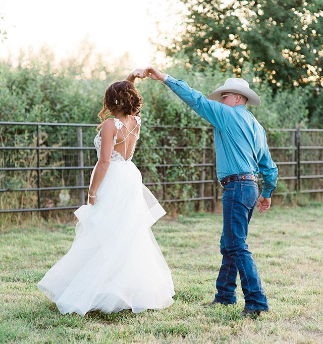 Country dancin' into their forever together🥂 at their beautiful private ranch wedding in Kelowna