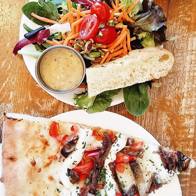 @seizethedanish has nailed the perfect combo: roasted eggplant pizza and a small house salad 🤗