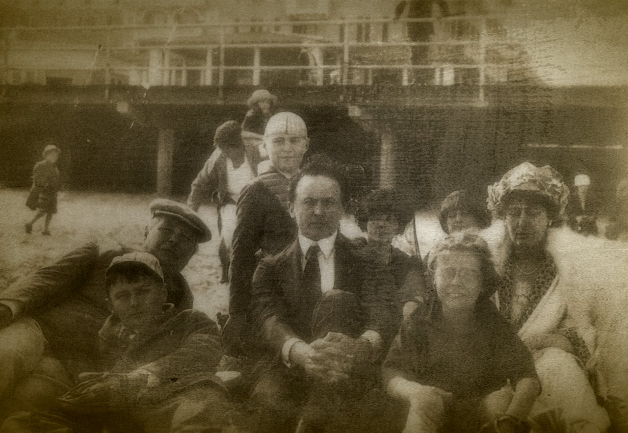 Houdini with Conan Doyle and his family in Atlantic City before the fateful seance