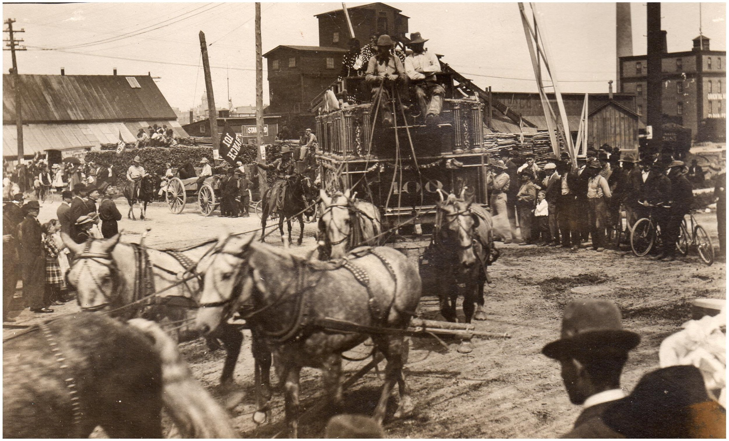 Buffalo Bill rides in Manitowoc, August 1900