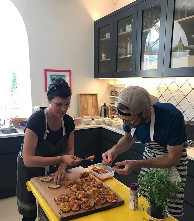 What beautiful dishes these chefs have created for our yogis afternoon snack! @laureinprovence @jeromedegardin2019 @kiwi_yogini @sunitadg #yogaretreatfrance #franceyogaretreat