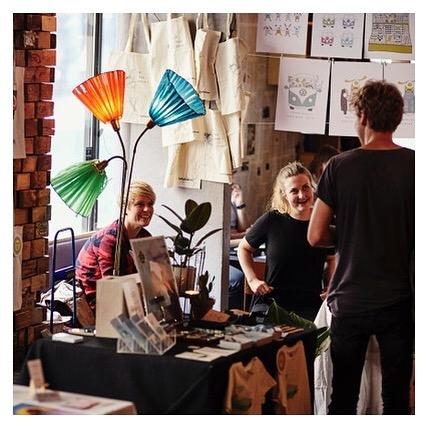 Vårt kunst- og designmarked spinner igang søndagen i samarbeid med @blankspaceoslo  Håndverk // malerier //illustrasjoner // mye mer! Ta med mammaen din og nyt kunst og kaffe! Foto: @jankhur #kulturhusetioslo