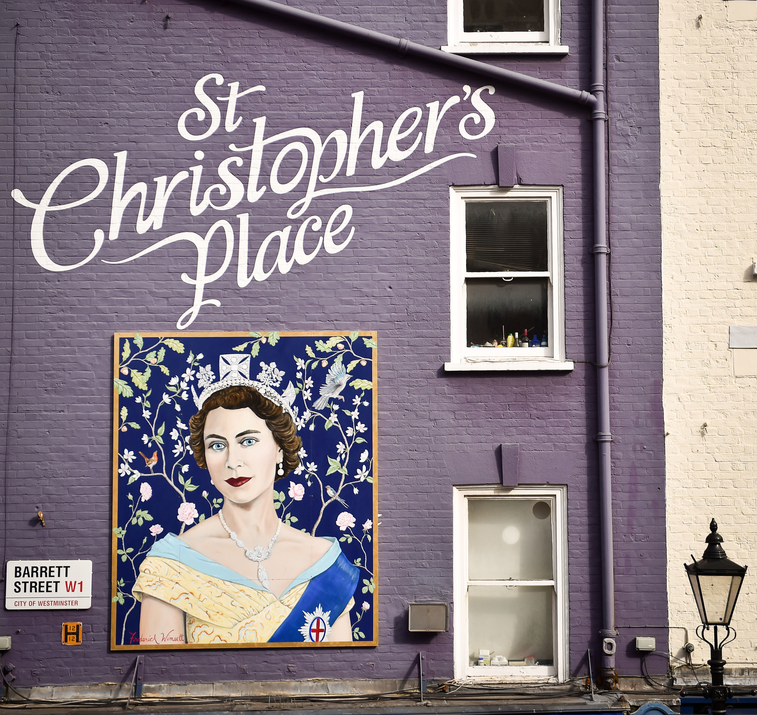 Frederick Wimsett - murals and artistic design - other projects The Queen at St Christophers place 3.jpg