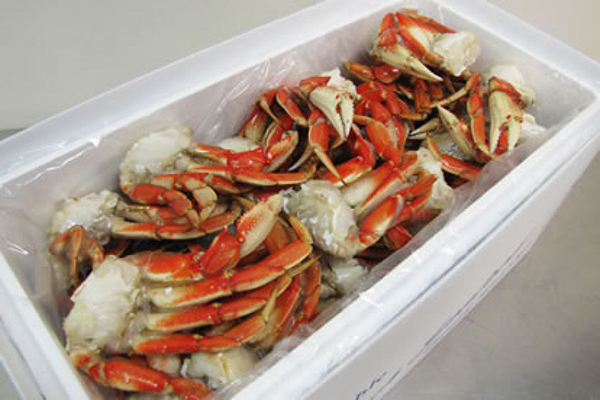 FRESH STEAMED CRAB HALVES Cleaned and ready to serve as is or perfect for grilling or roasting.