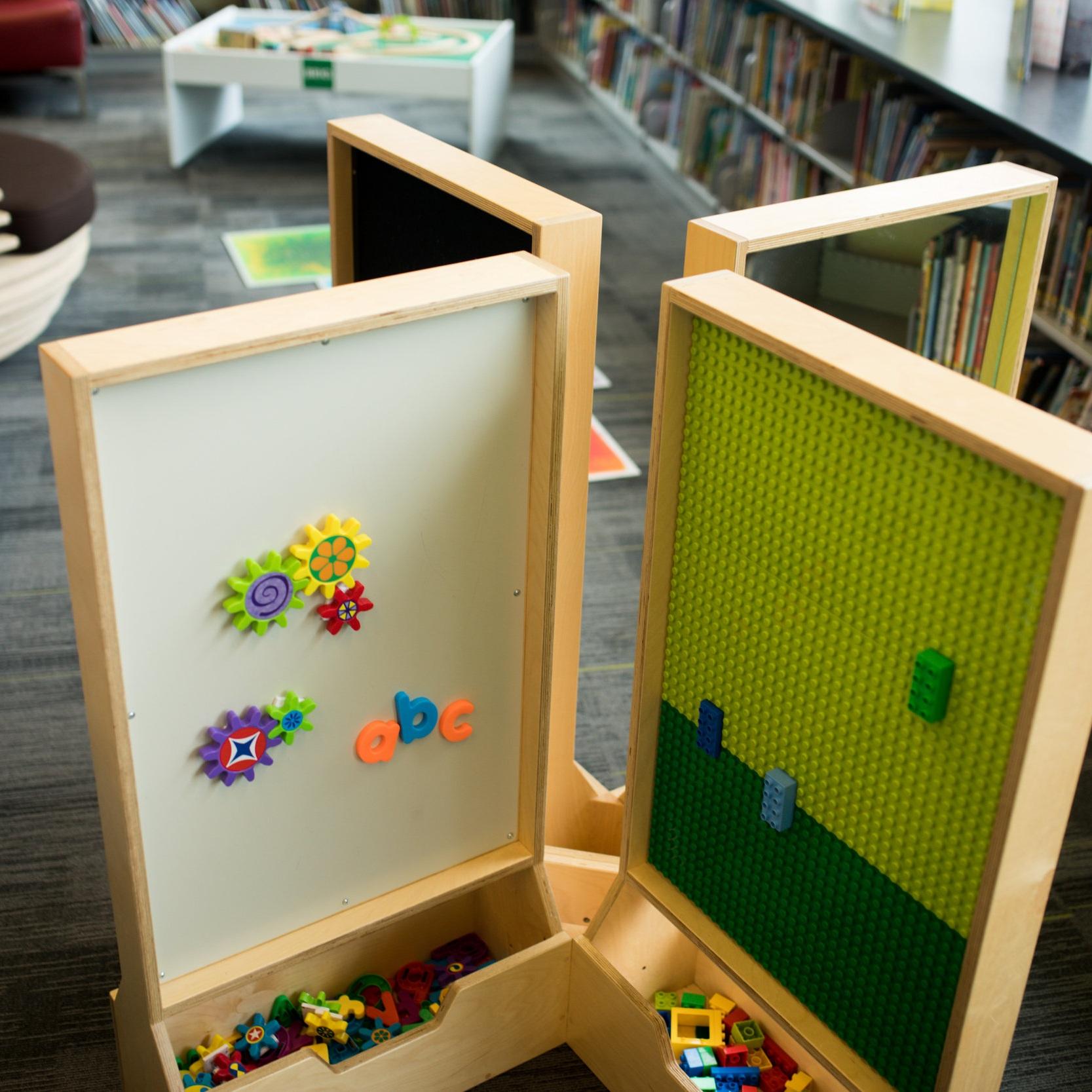 8-panel play station -