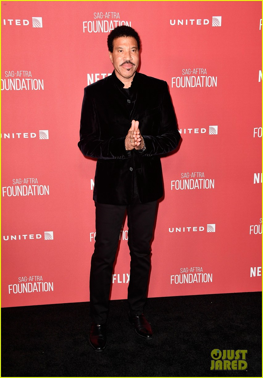 lionel-richie-and-daughter-sofia-make-rare-red-carpet-appearance-together-15.jpg