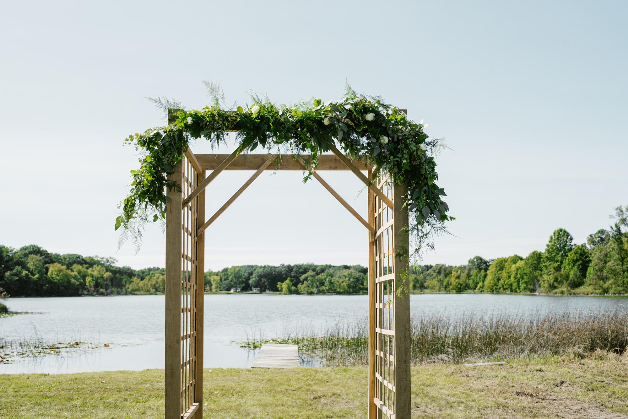 Quincy-Coldwater-Michigan-farm-wedding-photogapher-sydney-marie (34).jpg