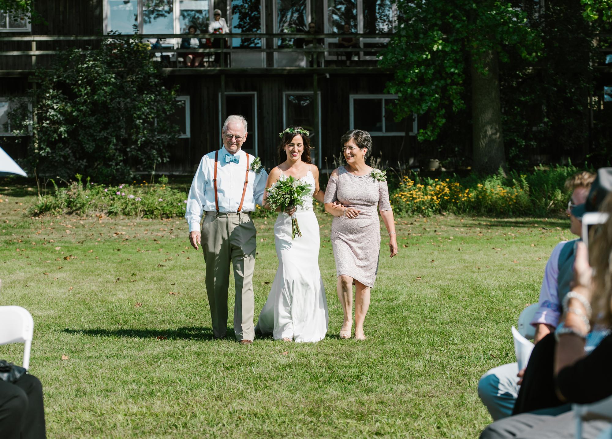 Quincy-Coldwater-Michigan-farm-wedding-photogapher-sydney-marie (84).jpg