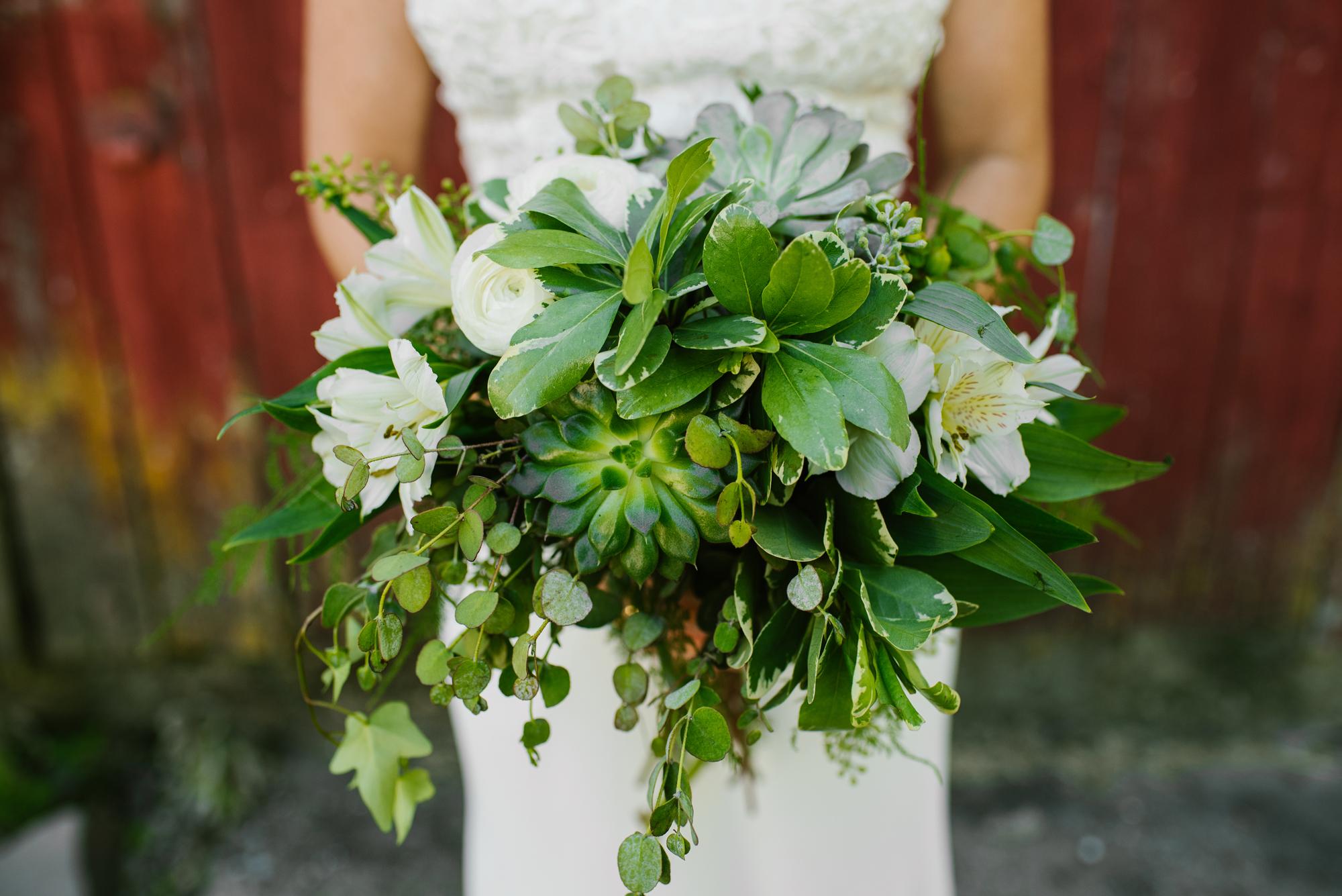 Quincy-Coldwater-Michigan-farm-wedding-photogapher-sydney-marie (299).jpg