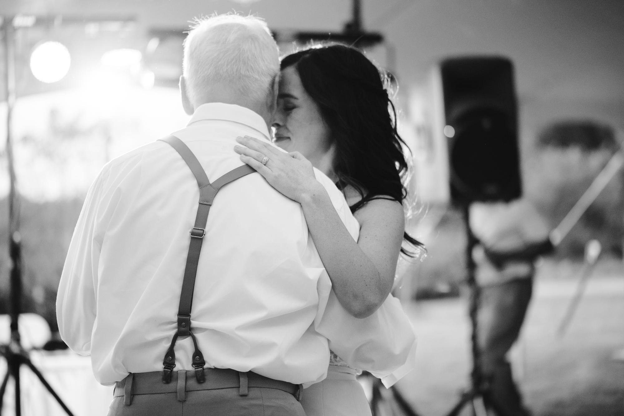 Quincy-Coldwater-Michigan-farm-wedding-photogapher-sydney-marie (460).jpg