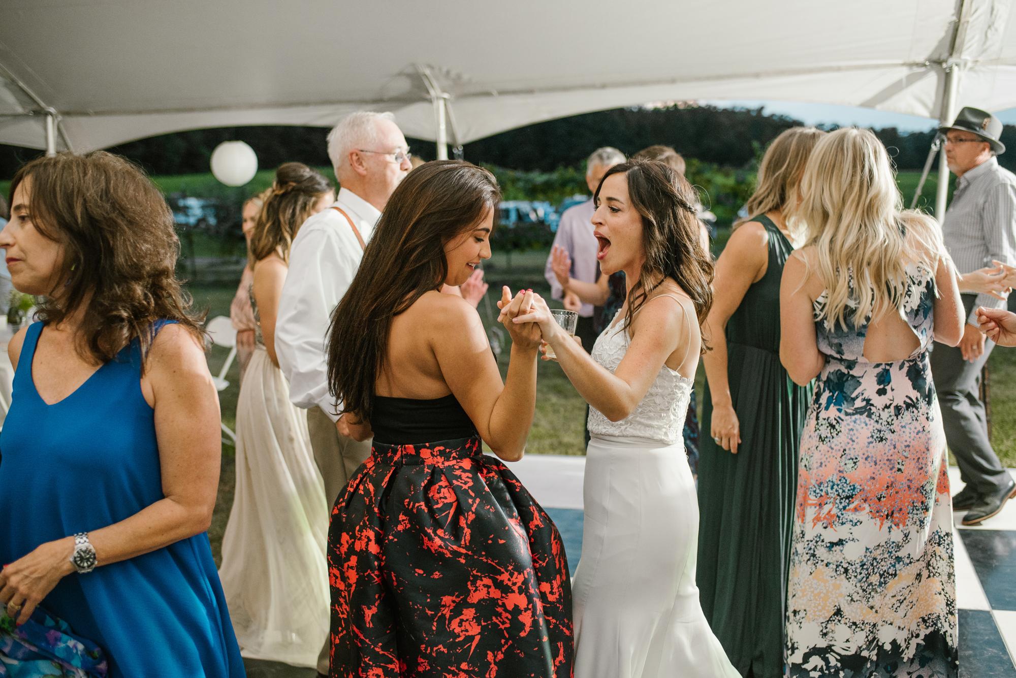 Quincy-Coldwater-Michigan-farm-wedding-photogapher-sydney-marie (551).jpg