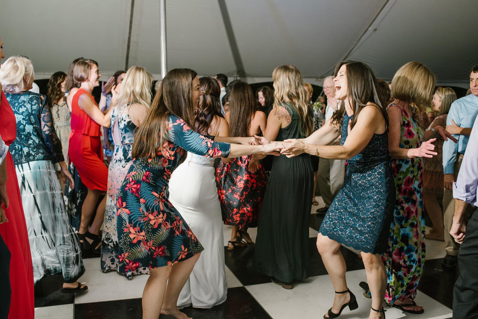 Quincy-Coldwater-Michigan-farm-wedding-photogapher-sydney-marie (556).jpg