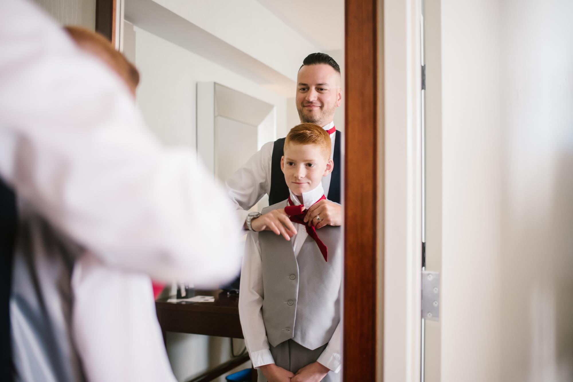 detroit-michigan-westin-book-cadillac-groomsmen-getting-ready-sydney-marie-photography (1).jpg