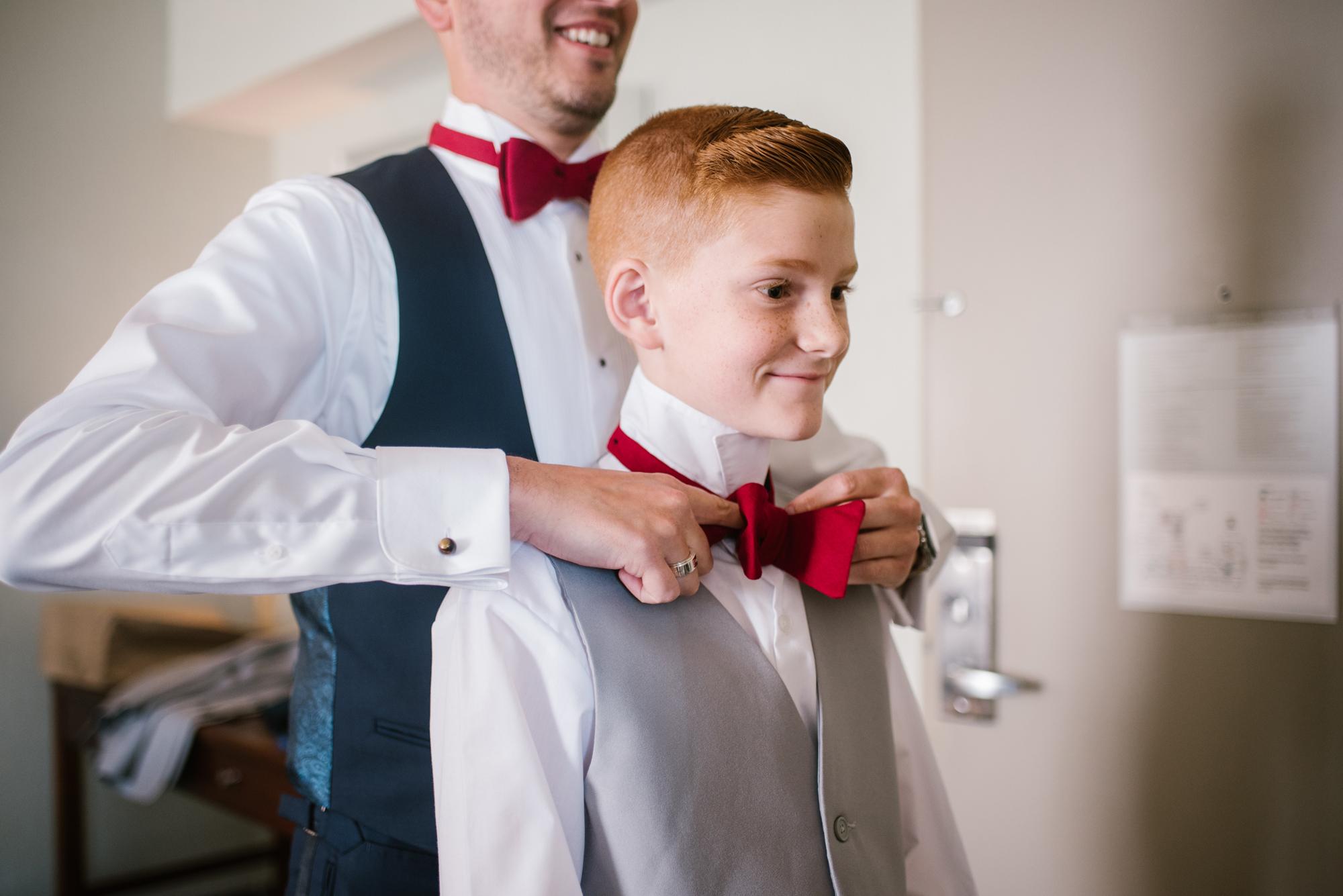detroit-michigan-westin-book-cadillac-groomsmen-getting-ready-sydney-marie-photography (5).jpg