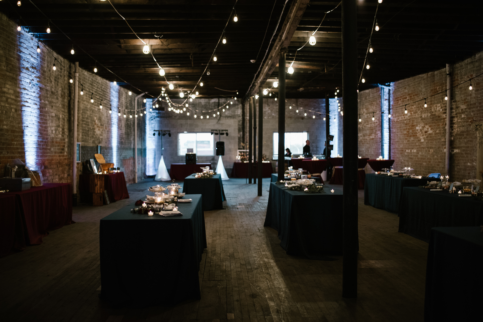 detroit-michigan-eastern-market-loft-wedding-sydney-marie (19).jpg