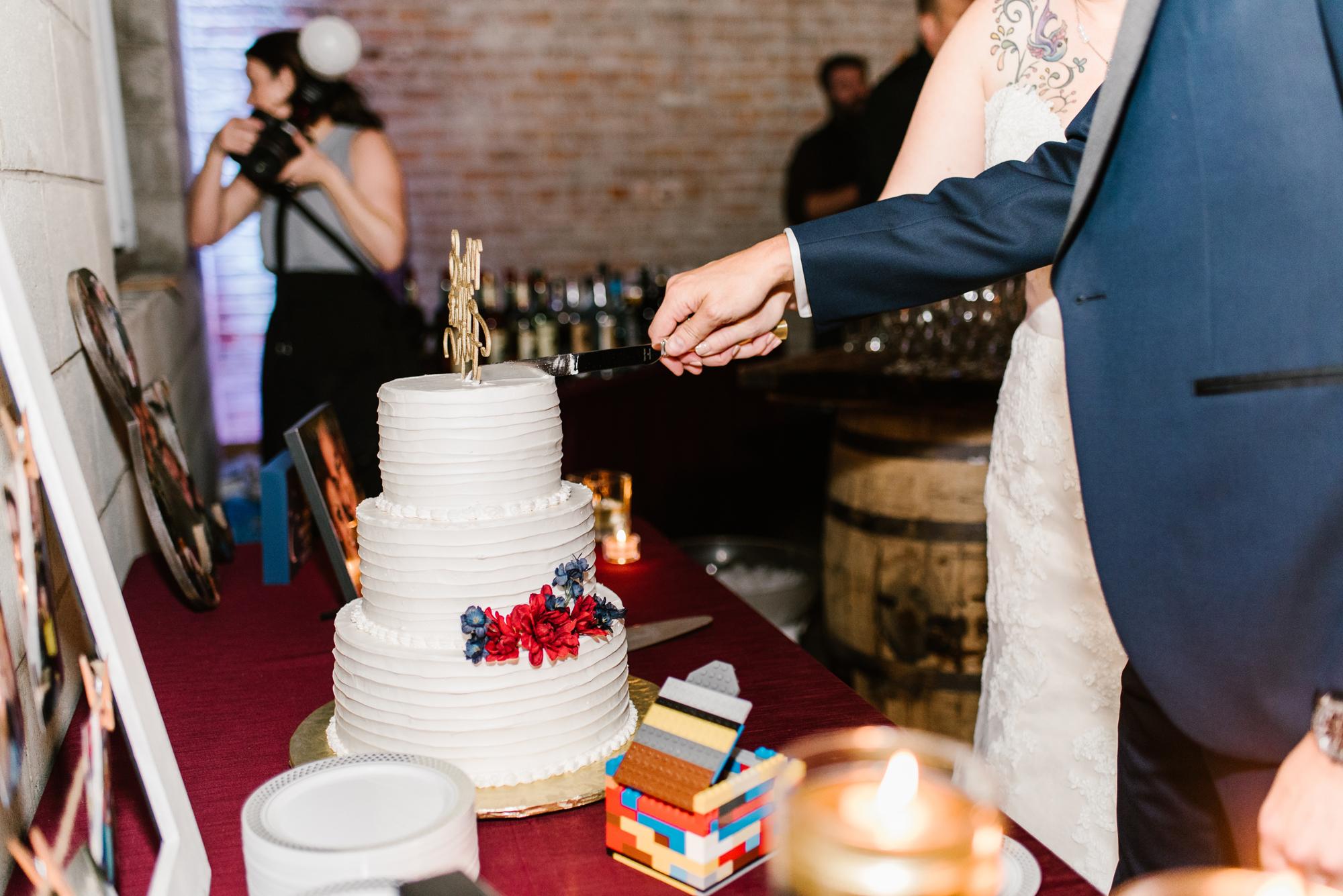 detroit-michigan-eastern-market-loft-wedding-sydney-marie (265).jpg