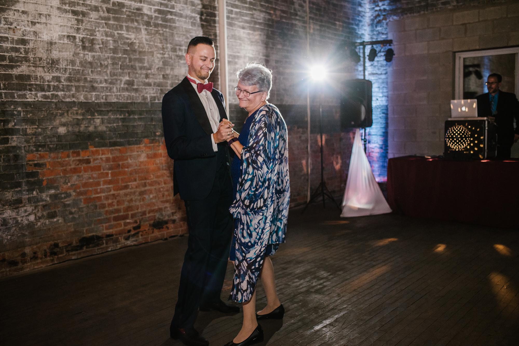 detroit-michigan-eastern-market-loft-wedding-sydney-marie (317).jpg