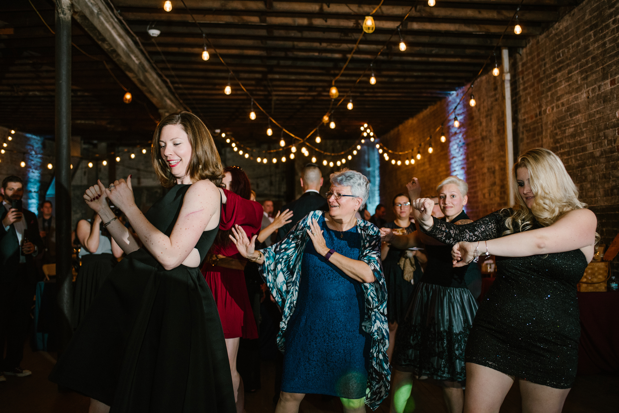detroit-michigan-eastern-market-loft-wedding-sydney-marie (391).jpg