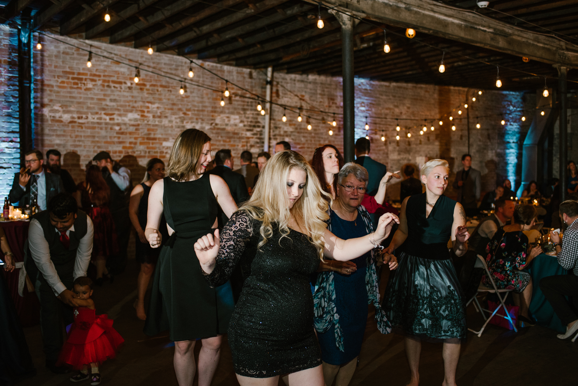 detroit-michigan-eastern-market-loft-wedding-sydney-marie (394).jpg