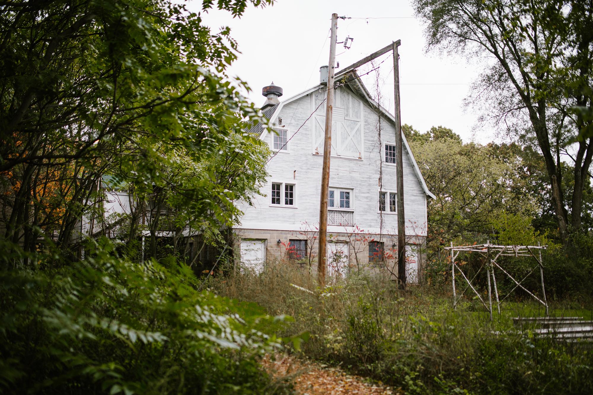 blue-dress-barn-benton-harbor-michigan-wedding-photographer (1).jpg