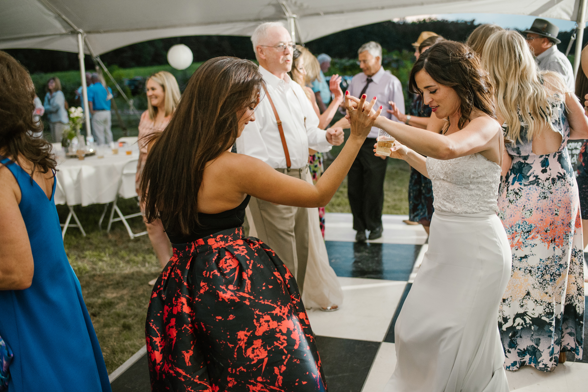 quincy-michigan-wedding-dancing-pictures-sydney-marie (14).jpg