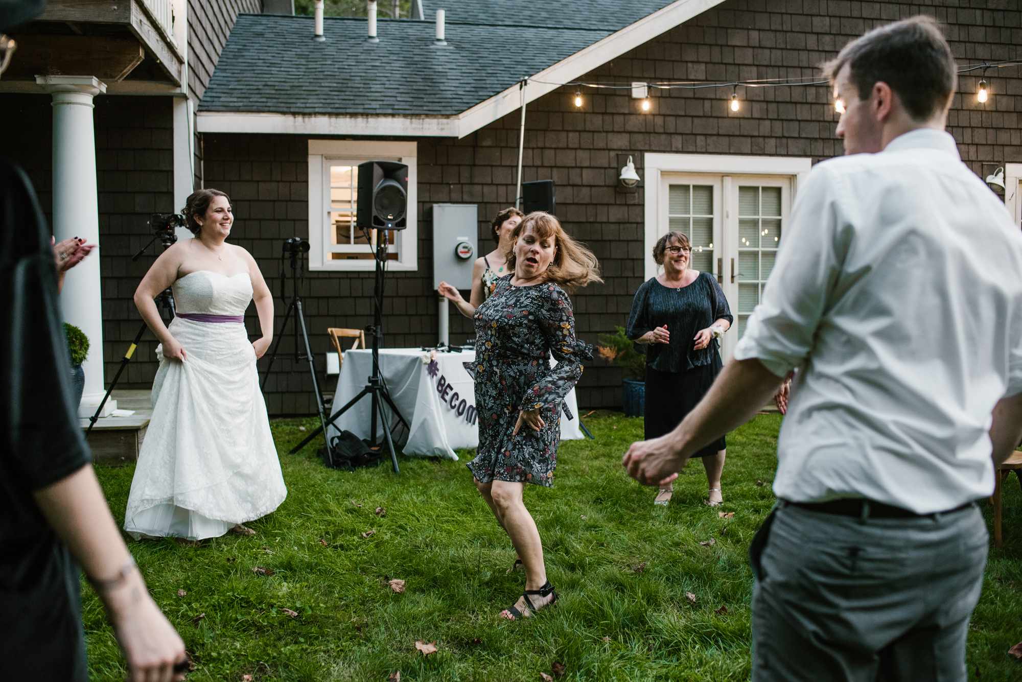 sawyer-michigan-backyard-wedding-dancing-pictures-sydney-marie (12).jpg