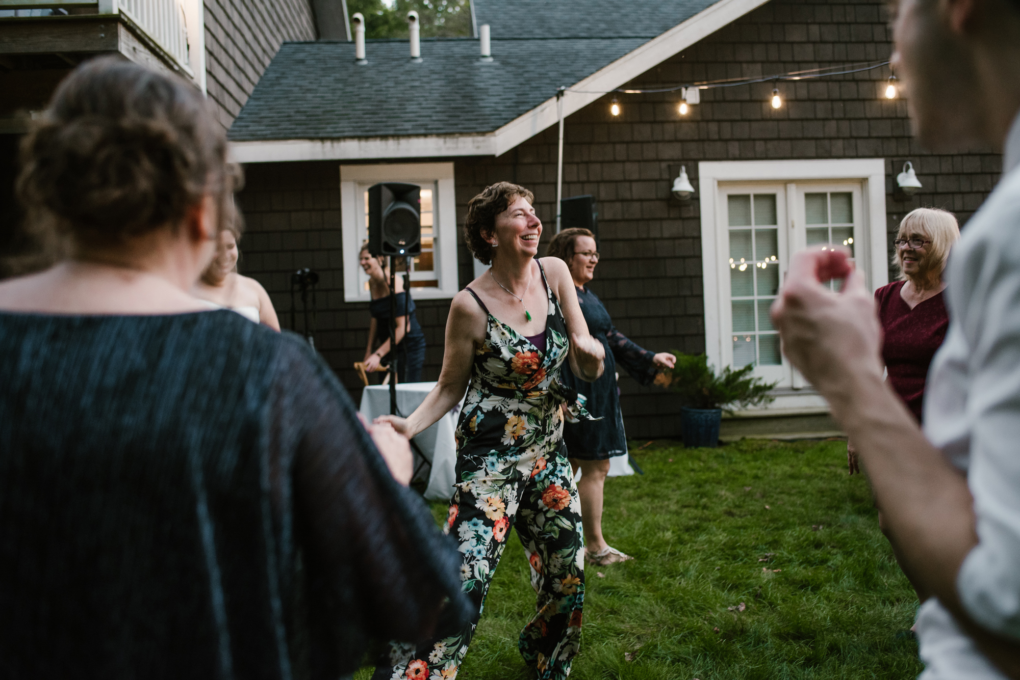 sawyer-michigan-backyard-wedding-dancing-pictures-sydney-marie (14).jpg