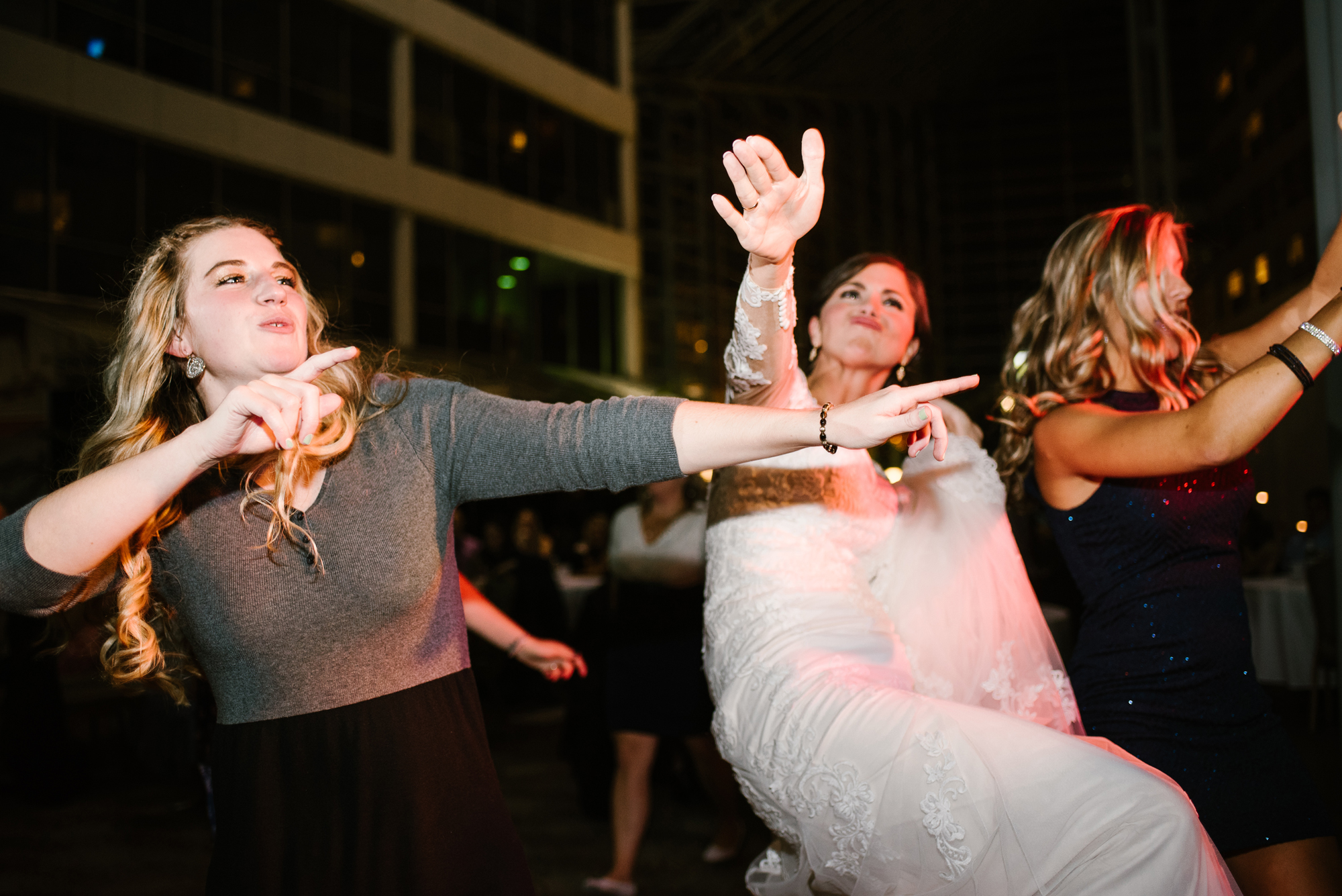 south-bend-indiana-double-tree-wedding-dancing-photos-sydney-marie (10).jpg
