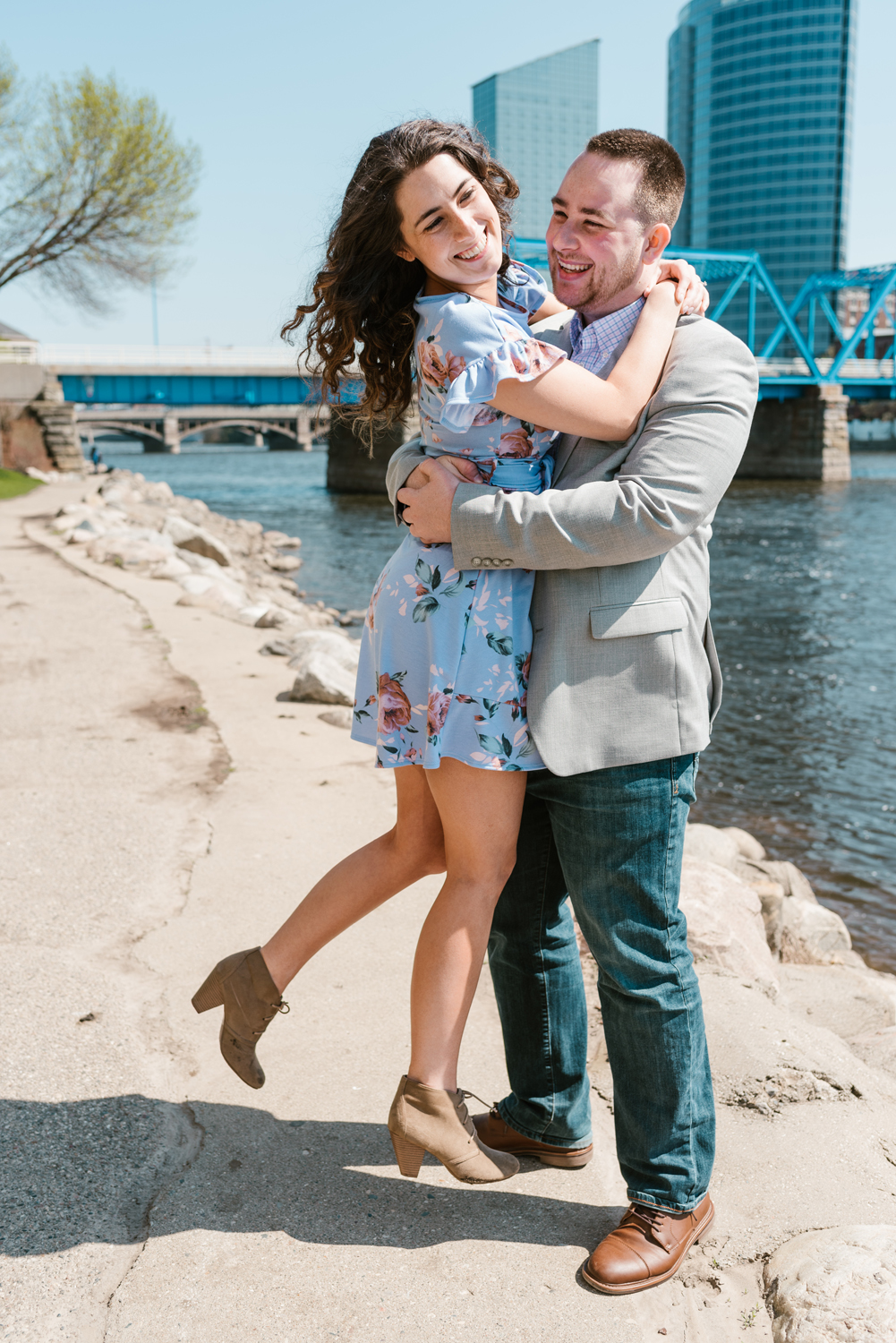 downtown-grand-rapids-michigan-engagement-photographer-spring-sydney-marie (8).jpg